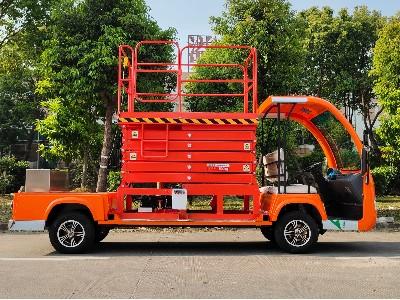华锴电动升降车送至企业验收成功